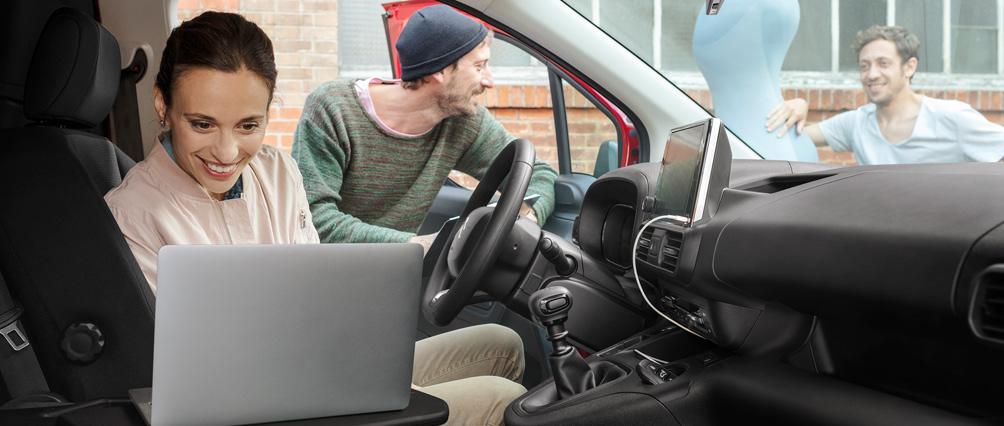 1004x426-New-Berlingo-Van-Detail-Bureau-Mobile